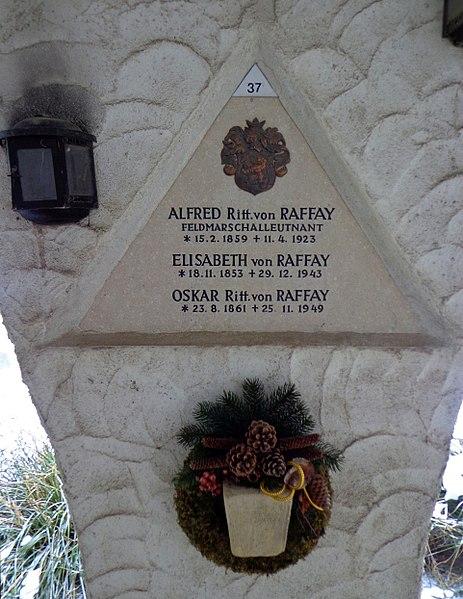 File:Feuerhalle Simmering - Arkadenhof (Abteilung ARI) - Familie von Raffay, Grab 2 - image 01.jpg