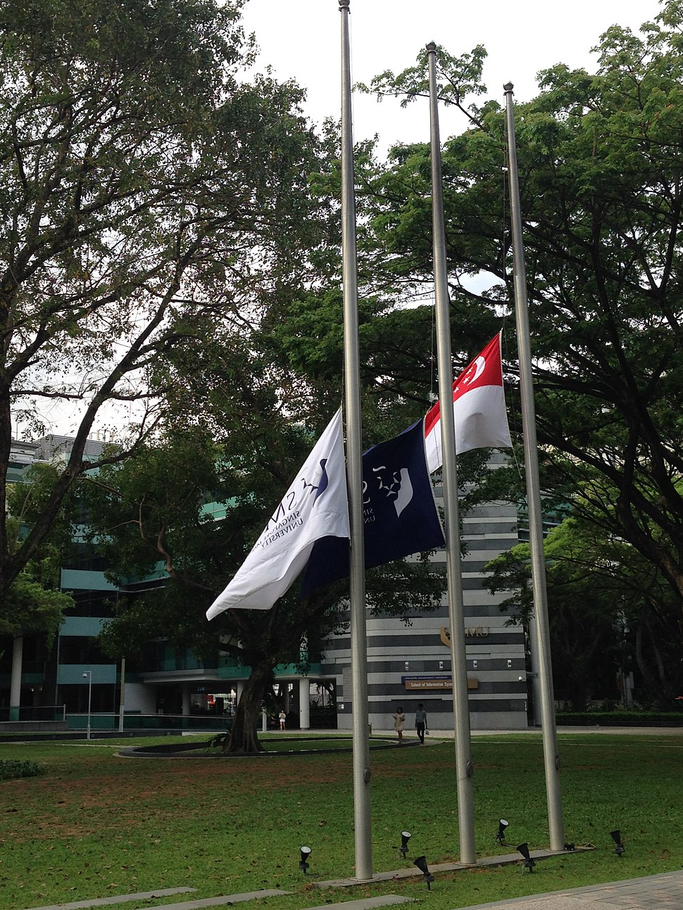 Flags at half staff to mark the death of Lee Kuan Yew, College Green, Singapore Management University - 20150323-01.jpg