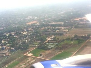 File:Flight take off Biju Patnaik Airpirt Bhubaneswar Odisha.ogv