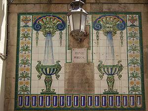 Travessera de Gràcia - Tiles on a fountain in Travessera de Gràcia.