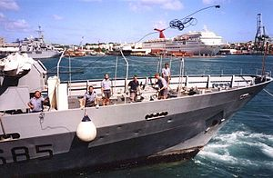 Mooring (watercraft) - A sailor tosses a heaving line to pass a mooring line to a handler on shore