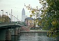 Frankfurt am Main, die Friedensbrücke, Blick zum Messeturm.jpg