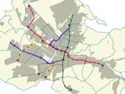 Freiburger Stadtbahnnetz seit 29. April 2006. Stadtbahnlinien in rot, grün, gelb, blau; Haltestellen violett, Bezirksgrenzen in türkis, bebaute Fläche im Stadtgebiet grau. Bebauung im Umland ist nicht dargestellt.