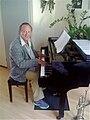 Gaby aan de piano.jpg