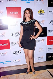 Gauhar Khan at the Mod'Art Fashion Show (7).jpg