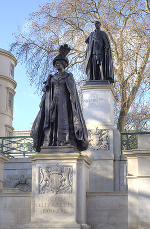 George VI and Queen Elizabeth Memorial - The statues in 2015