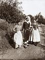 Gloeden, Wilhelm von (1856-1931) - n. 0014 - Famiglia taorminese.jpg