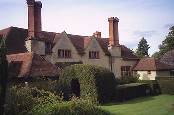 external image 348px-Goddards%2C_Abinger_Common%2C_Surrey-1093965338.jpg