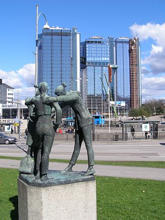 Discussion by Nanna Ullman (1957) in front of the Swedish Exhibition and Congress Centre Goteborg Gothia Towers 4.jpg