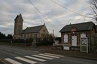 Goustranville - Église et mairie.JPG
