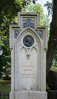 Grave of Carl Friedrich Gauß at Albani-Friedhof Göttingen 2017 01.jpg