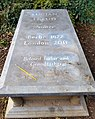 Grave of Lucian Freud at Highgate Cemetery.jpg