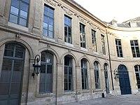 Hôtel d'Évreux, cour 08.jpg