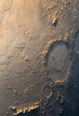 Le cratère Galle (à droite de l'image)vu par Mars Global Surveyor le 13 octobre 1999.