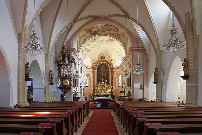 File:Hausleiten - Pfarrkirche, innen.JPG