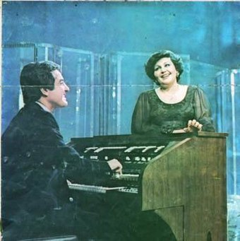 Haydeh and Anoushirvan on the Iranian National Television, in 1975. HayedehRohani.jpg