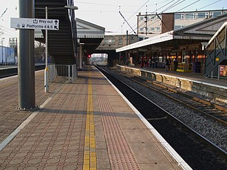 Hayes & Harlington railway station - Westbound view of the station's stopping service platforms