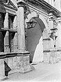 Helsingør. Binnenplaats van kasteel Kronborg poort met aan weerzijden lantaarn, Bestanddeelnr 189-0587.jpg