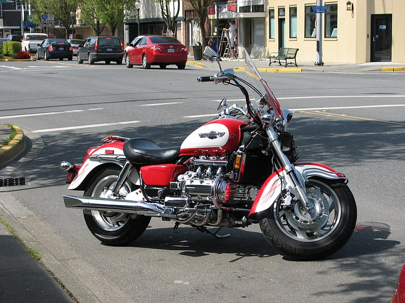 Valkyrie 1520 800px-Honda_Valkyrie_parked_in_North_Bend%2C_WA_%282008-04-26%29%2C_01