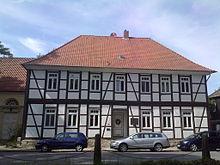 Pfarrhaus der St.-Marien-Kirche an der Wolfsburg, in dem Hoffmann um 1848 bei seinem Freund David Lochte Zuflucht fand (Quelle: Wikimedia)