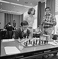 IBM schaaktoernooi, 4e ronde Ribli aan zet, Timman kijkt toe, Bestanddeelnr 929-8214.jpg