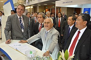 Abdul Taib Mahmud - Taib Mahmud (3rd from left) during International Energy Week at Borneo Convention Centre Kuching; together with Torstein Dale Sjøtveit, CEO of Sarawak Energy Berhad (left most)