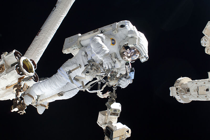 File:ISS-36 EVA-2 s Luca Parmitano.jpg