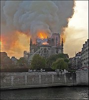 Incendie Notre-Dame de Paris amont (cropped).jpg