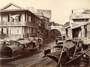 Fuzhou Tanka - The boats of Fuzhou Tanka on an inner river in Fuzhou, circa late 19th to early 20th century.