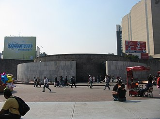 Metro Insurgentes - Image: Insurgentes Metro Outside Entrance