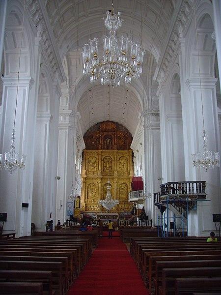 File:Interior of Se Cathedral Old Goa 1.jpg