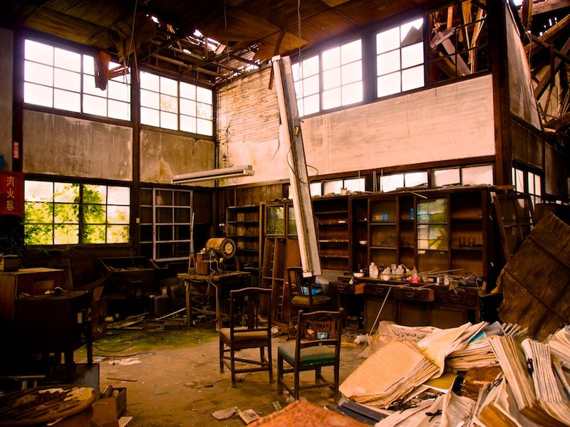 File:Interior of an Abandoned House.jpg