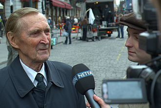 "Max Manus: Man of War - Gunnar Sønsteby and Knut Joner being interviewed by Nettavisen on location in Oslo. Sønsteby said that when he first saw Joner he thought ""You look like an insignificant dope. You look just like me."""