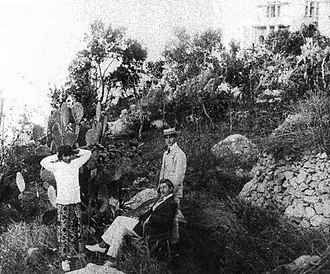 Jacques d'Adelswärd-Fersen - Jacques Fersen and Nino Cesarini (and their Sri Lanka servant), Capri, 1905