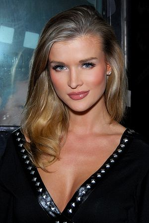 English: Joanna Krupa hosting the Bench Warmer...