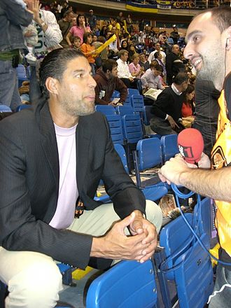 José Ortiz (basketball) - Ortiz (left) in 2007
