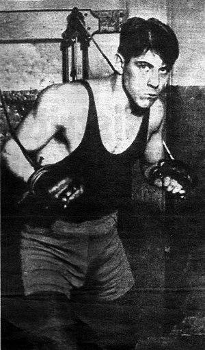 Justo Suárez - Suárez training at the gym.