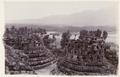KITLV 40192 - Kassian Céphas - Stupa terraces of Borobudur overlooking the Menorehmountains - 1902.tif