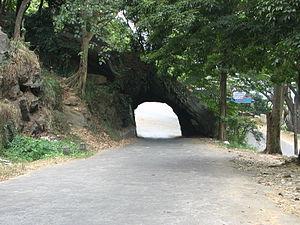 Kadugannawa - Rock piercing in Pahala Kadugannawa