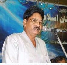 Kazim Jarwali reciting in Mushaira