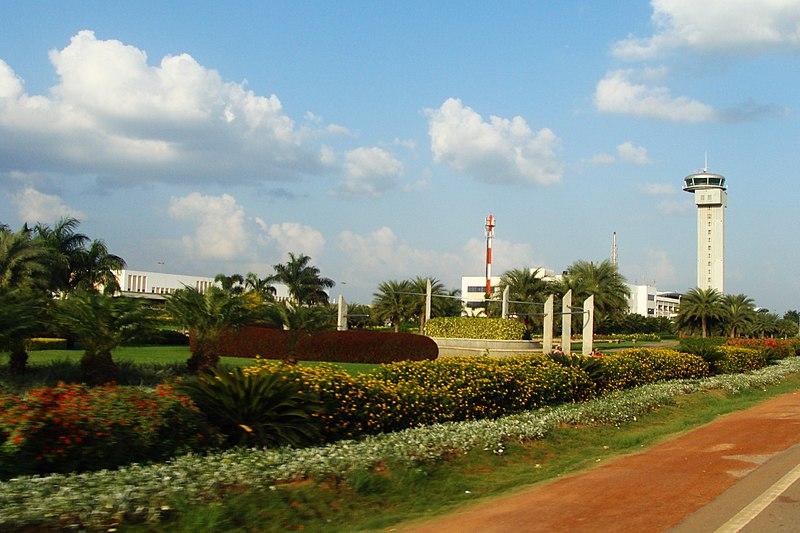 File:Kempegowda International Airport, ATC tower.jpg