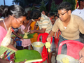 Khichuri distribution at puja mandop, 2014.png