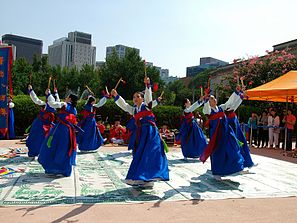 Korean sword dance-Jinju geommu-09.jpg