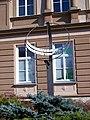 Kralupy nad Vltavou, Komenského náměstí, sluneční hodiny.jpg