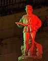 L'Omo - Monumento al Tessitore - foto notturna.jpg