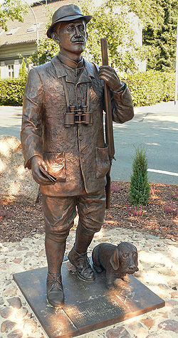 Löns Statue Bronze.jpg