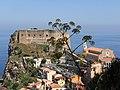 La rocca con il Castello Ruffo - panoramio.jpg