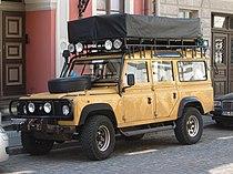Land Rover Defender 110 front q.jpg