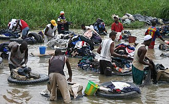Laundry - Laundry in the river in contemporary Abidjan