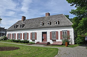 French Colonial - Image: Le Manoir de Niverville